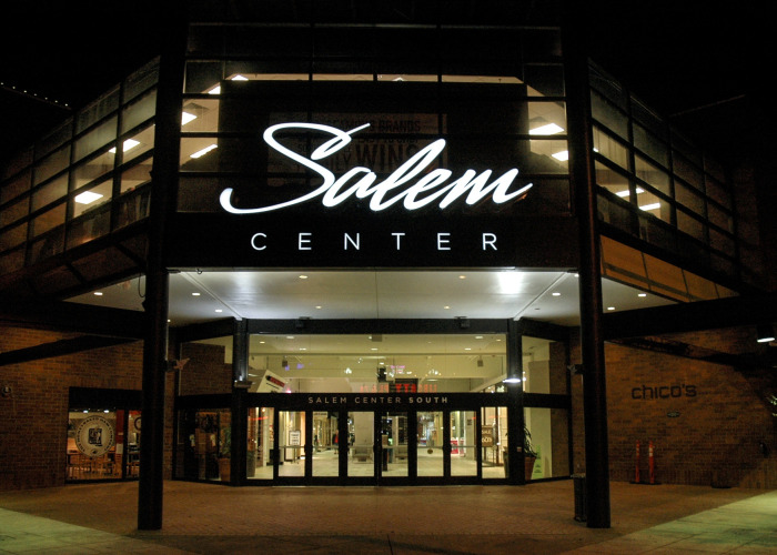 salem sign company, salem signs, salem center mall, outdoor retail signage, retail signage
